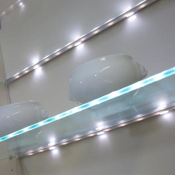 edge-led-glass-clip-shelf-light-1
